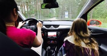 Lugeja küsib: Miks autokool ei anna maanteeameti uue teooriaeksami küsimusi?