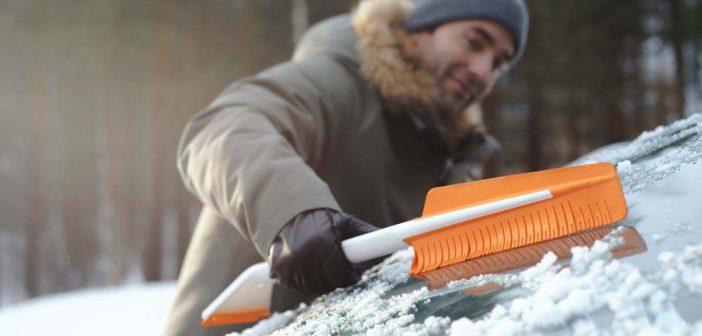 Kuus sammu auto lumest puhastamiseks, sõidunipid pealekauba