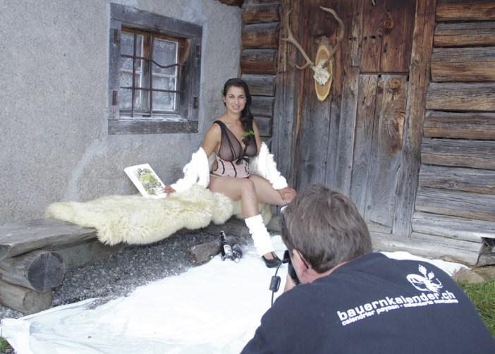 Alpitüdrukute kalender pildistamine