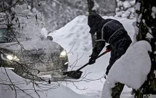 lumerookimine lumi talvel autos labidas lumehange