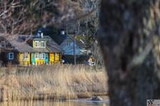 Kollane maja üle vee