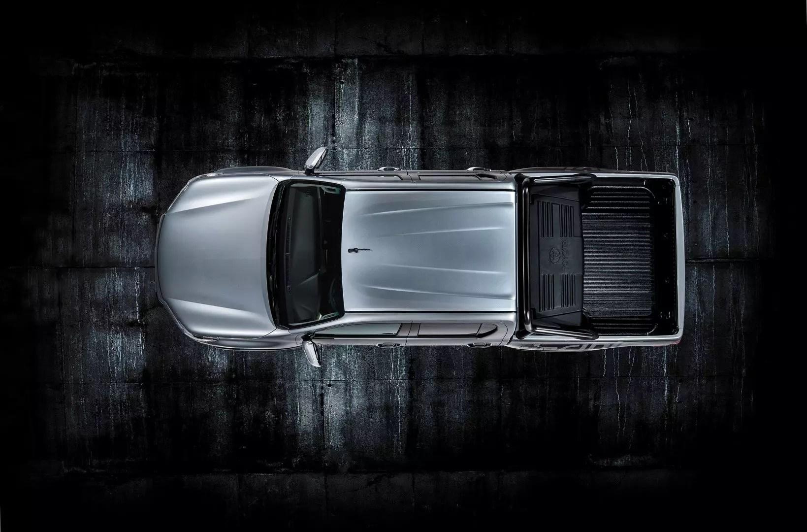 Hilux Invincible 50 show car - Top (Large)
