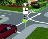 Segadusseajav liiklusülesanne: millisel sõidukil on selles olukorras eesõigus?