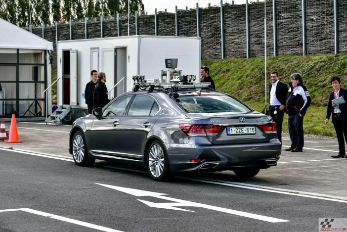 Lexus LS-l põhinev isejuhtiva auto prototüüp