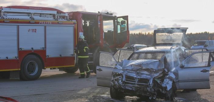 Kelmid Venemaalt lavastasid Tallinna ringristmikel liiklusavariisid