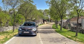 Pilk peale, käsi külge: Toyota Camry teeb silma esmaklassiautodele