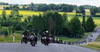 GALERII: üle 100 vanamootorratta põristas nädalavahetusel Viljandimaal