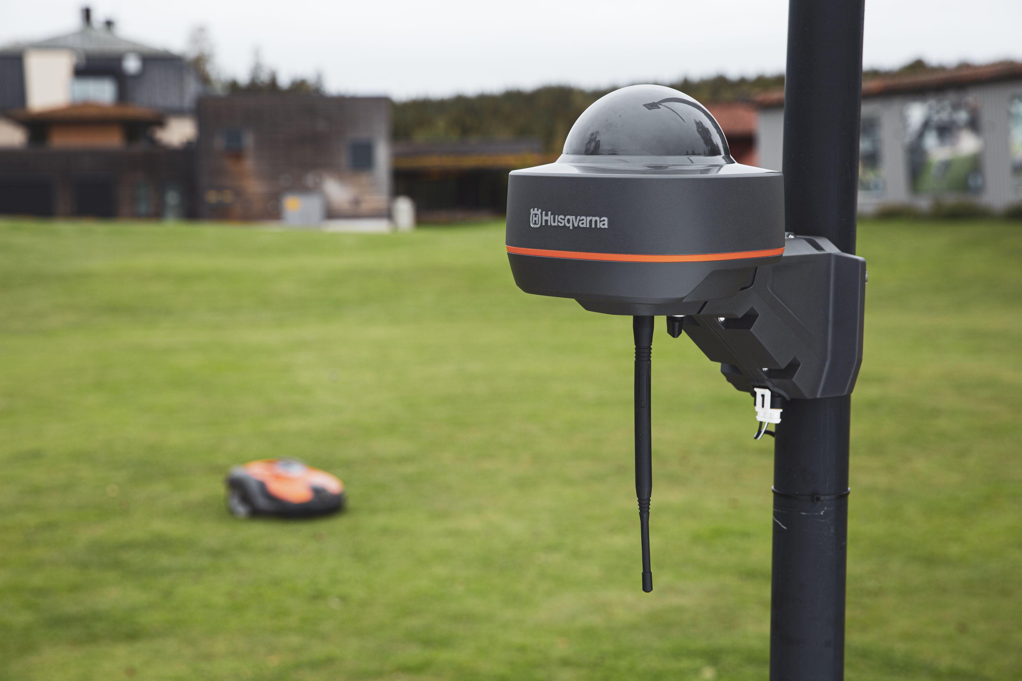 Kaablitest vabaks: nutikad robotniidukid seavad ise endale piirid