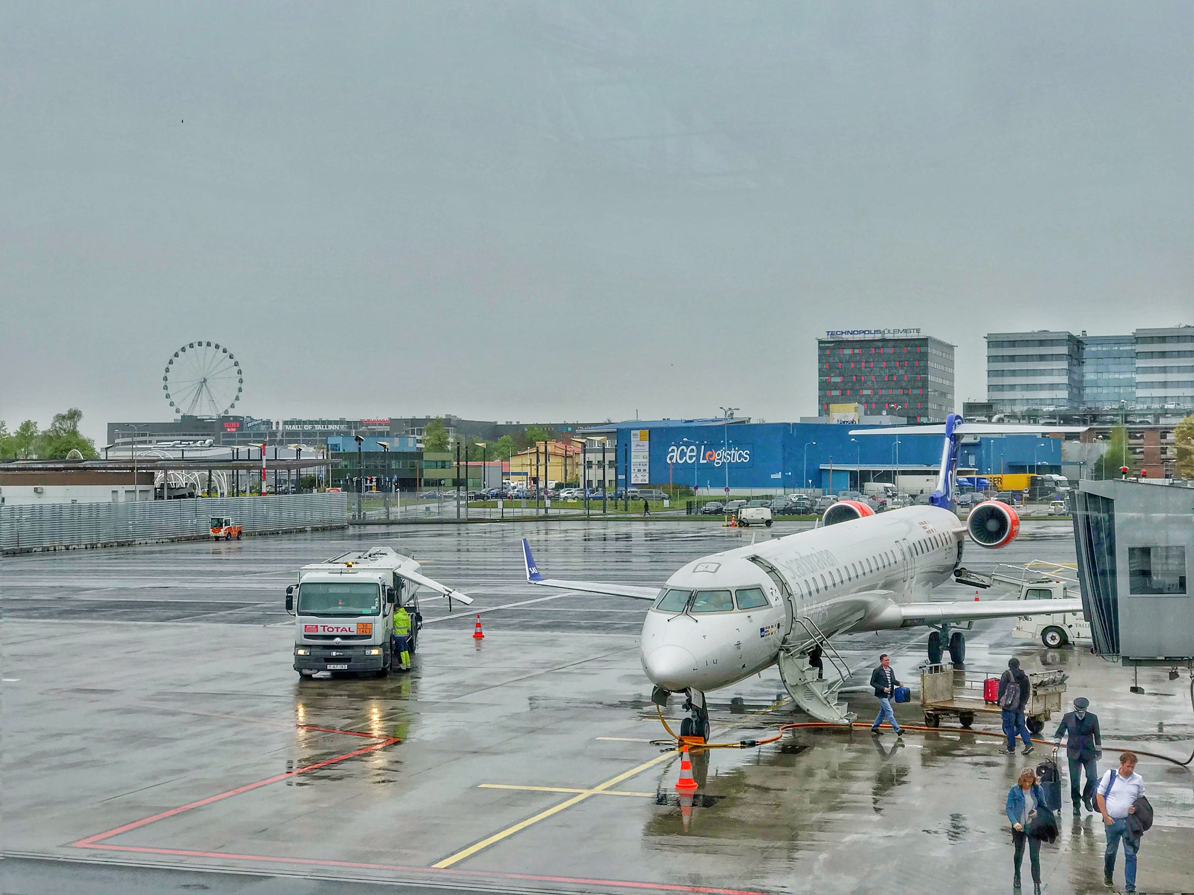 Regional Jet plaanib pilootide põuda leevendada oma lennukooliga