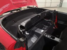 Sõitjateruum pärast paljastatud kere kangaga katmist ning sisu tagasi ladumist.