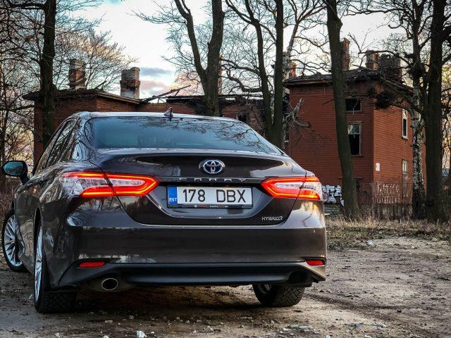 Toyota Camry: soliidsusele ja ökonoomsusele orienteeritud äriklassi auto