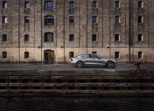 Volvo piirab uute autode tippkiiruse ja annab omanikule kasutusõiguste võtme
