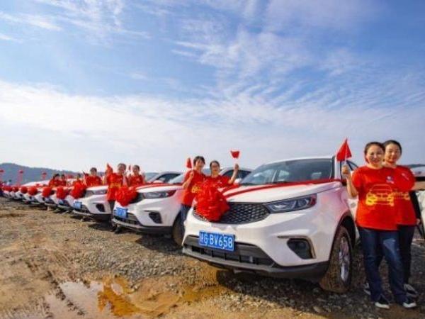 Mis pandeemia? Hiina ettevõte kinkis töötajatele 4116 autot
