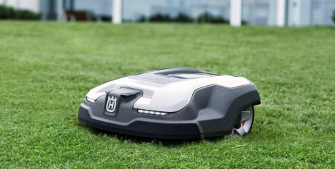 Robotmuruniidukid astuvad autotööstuse jälgedes