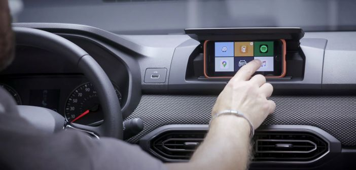 Dacia nutitelefon ekraanina