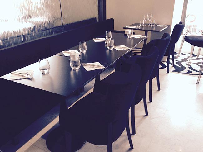 chaises de restaurant velours noir