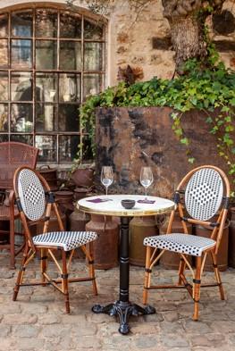 Chaise de terrasse parisien