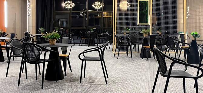 Mobilier terrasse design avec mobilier noir