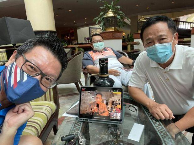 ภาพ ซาบะประชุมผ่าน zoom กับทีม CEO Asia Cab