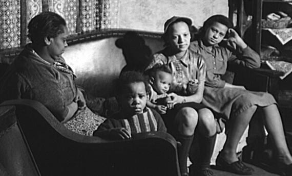 Family living in Beaver Falls, Pennsylvania in 1940