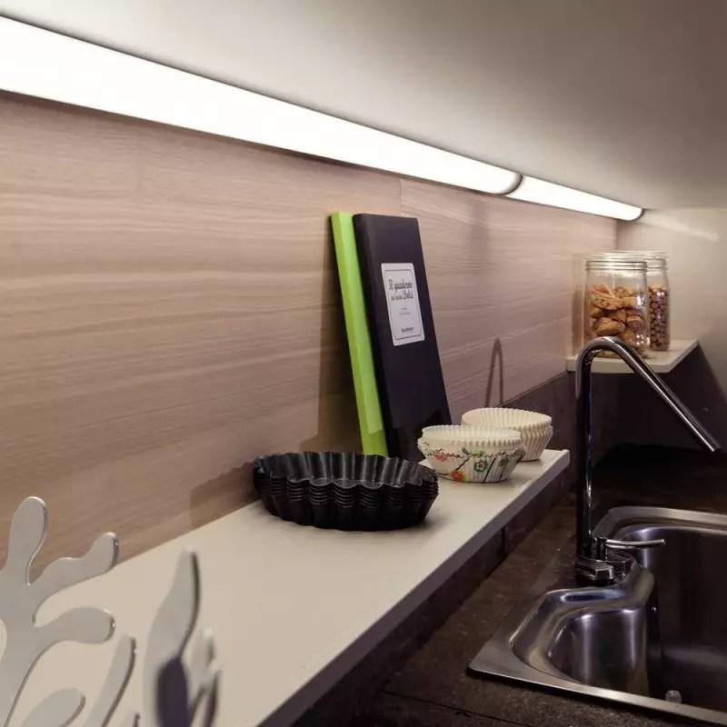 reglette eclairage led d angle interrupteur accessoires de cuisines