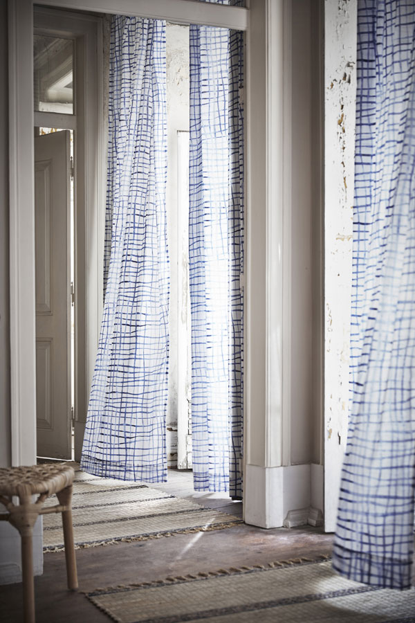 Tankvard tie dye gordijnen in blauw wit - limited collectie IKEA - via Accessorize your Home