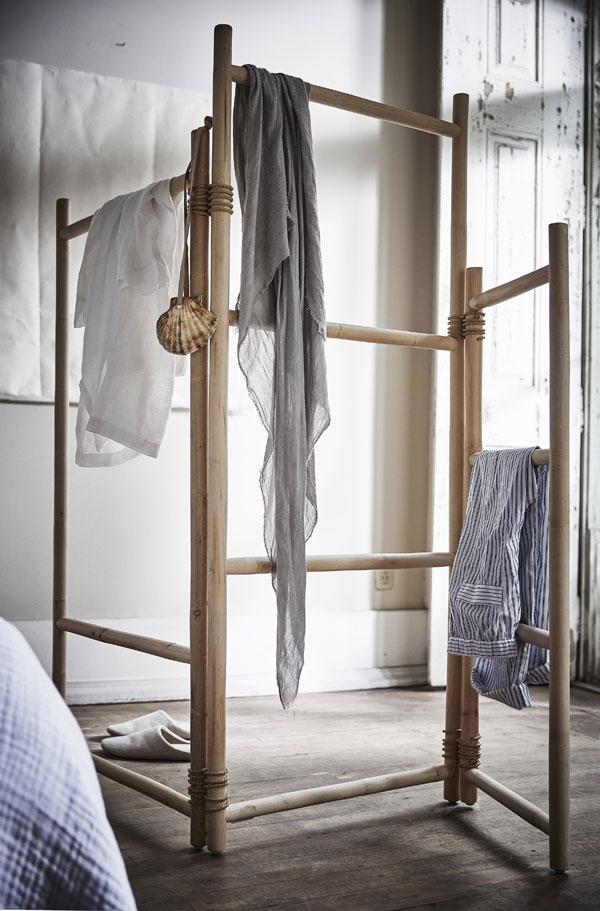 Open rotan room divider opgebouwd uit ongelijke delen - limited collectie IKEA - via Accessorize your Home