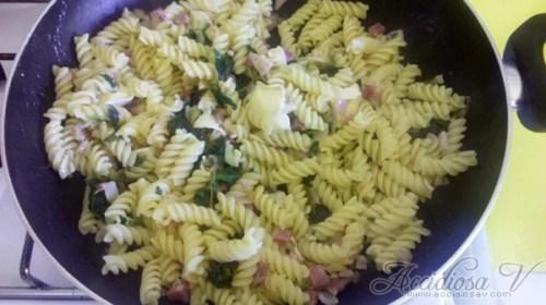 Accidiosa V - Ricetta - Primo - Fusilli con spinaci, brie e pancetta