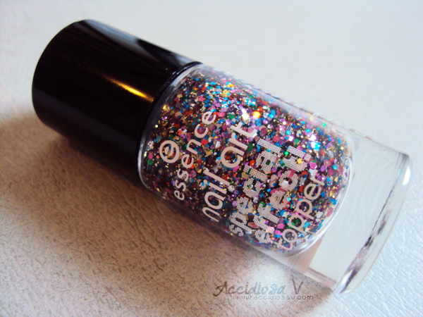 Essence Special Effect Topper 02, Circus Confetti - Review and swatch - Image © www.accidiosav.com