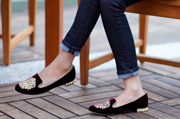 Miu Miu Burgundy Velvet Smoking Slippers - Foto © http://www.alterationsneeded.com