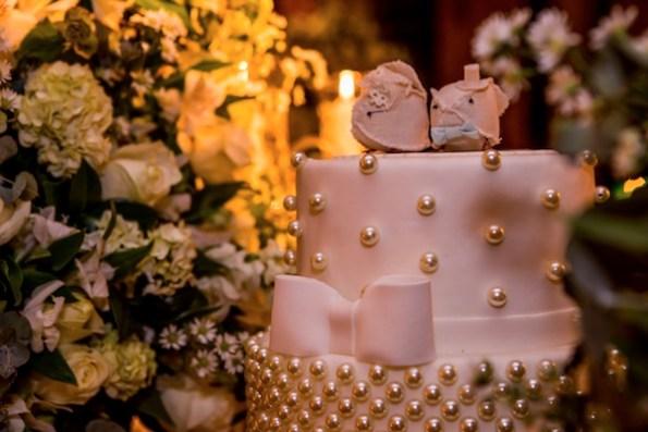 bolo de casamento com perolas