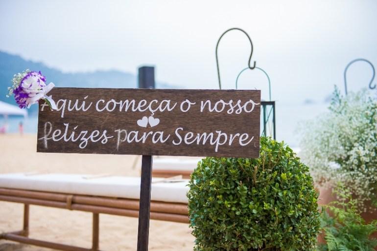 Plaquinhas de casamento na praia