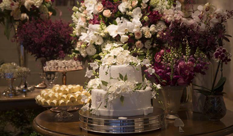 Decoração de Casamento Marsala e Branco