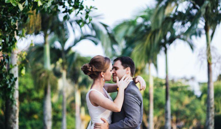 Noivos casamento no campo