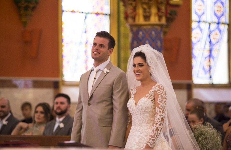 Vestido de noiva com renda para casamento tradicional | Vestido: Solaine Piccoli