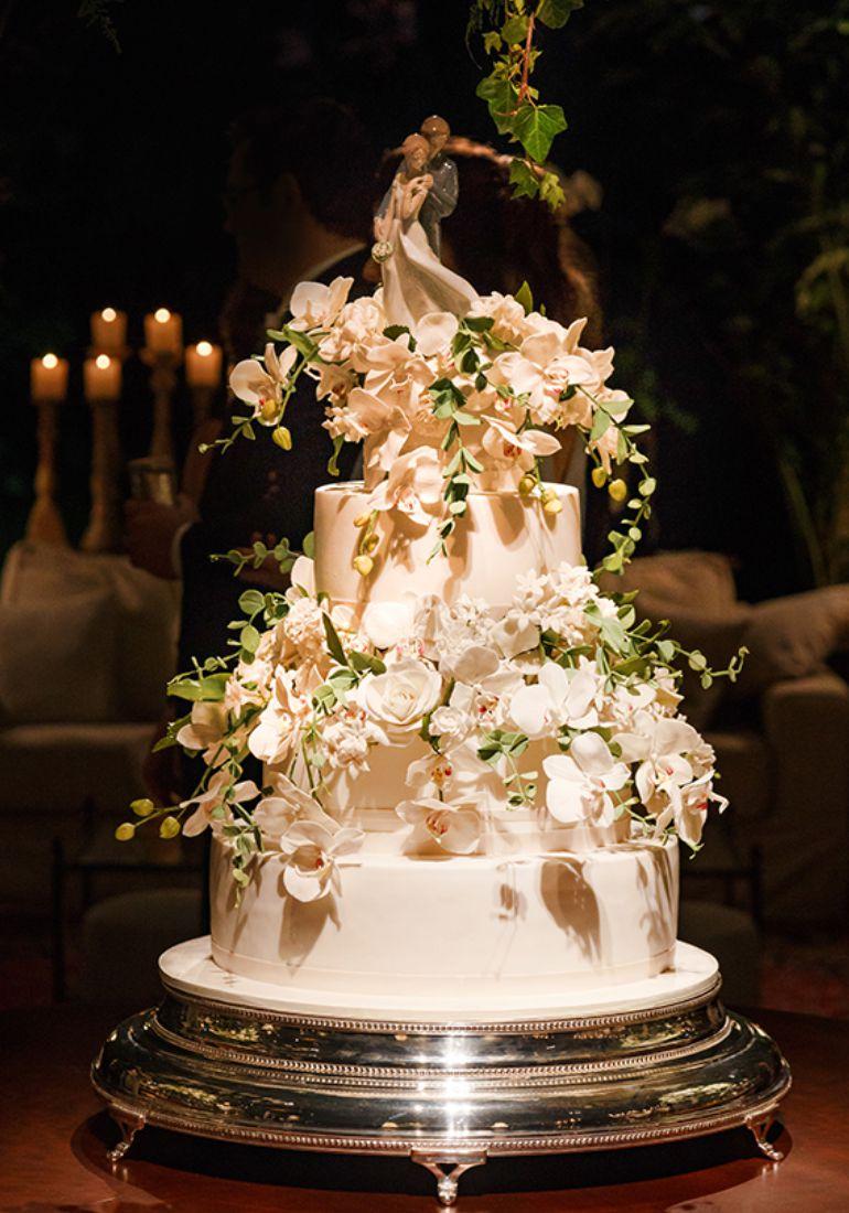 Decoração de bolo branco