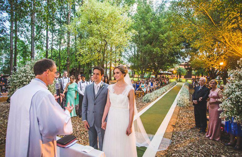 Cerimonia de casamento no campo