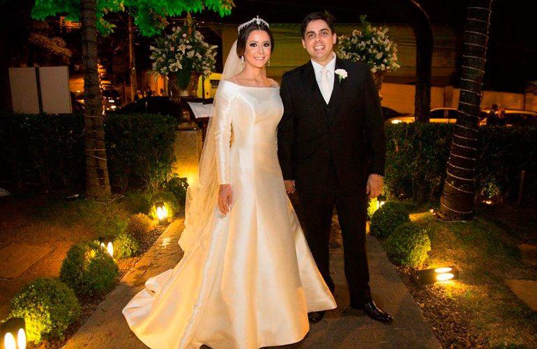 Casamento em restaurante: Vestido de noiva simples da Pronovias