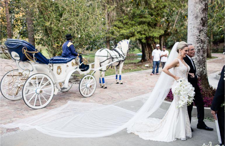 Entrada da noivos
