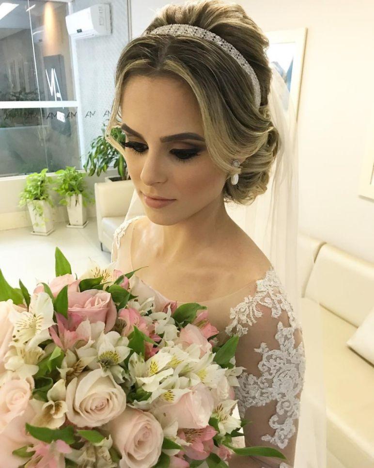 Penteados para noivas Coque clássico