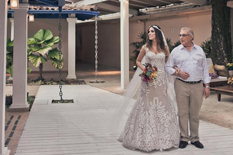 Vestido de noiva com renda e forro of white