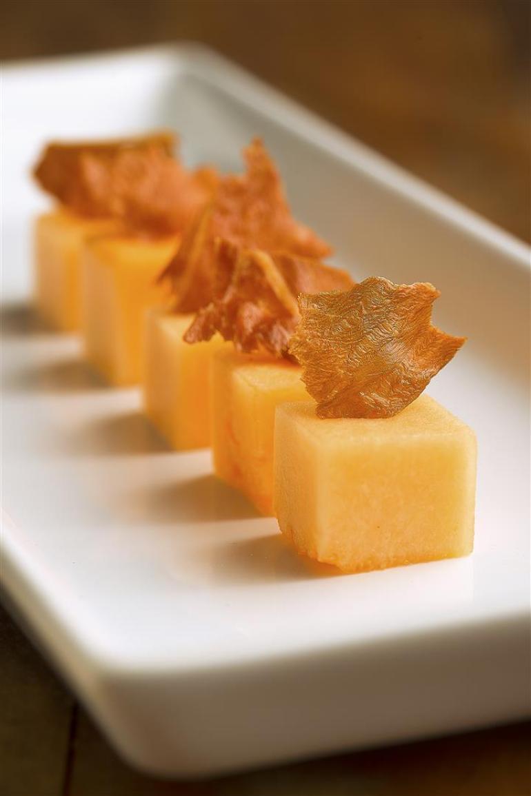 Cubinho de Melão com Chips de Prosciutto