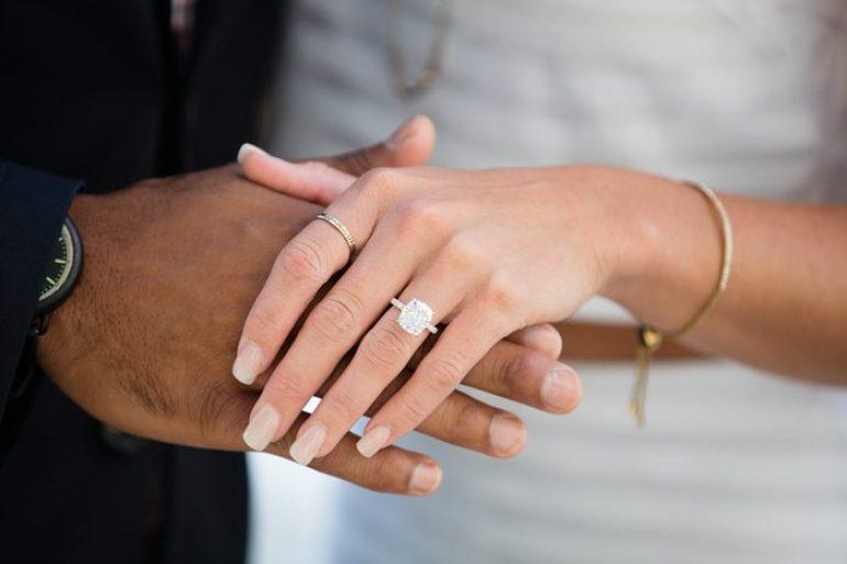 Dicas de etiqueta para não errar nas redes sociais até o casamento