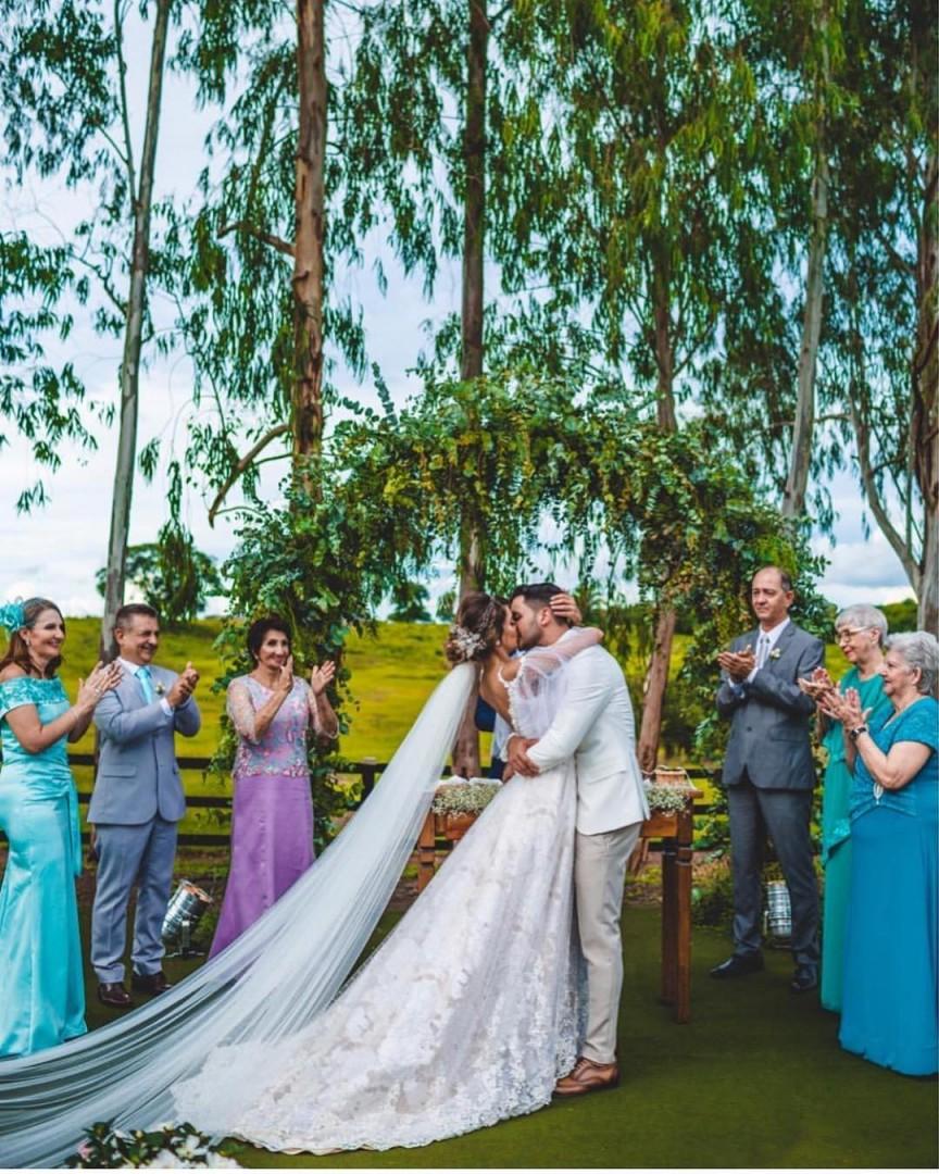 arco de flores na decoração de casamento   Foto: Luiza Araujo