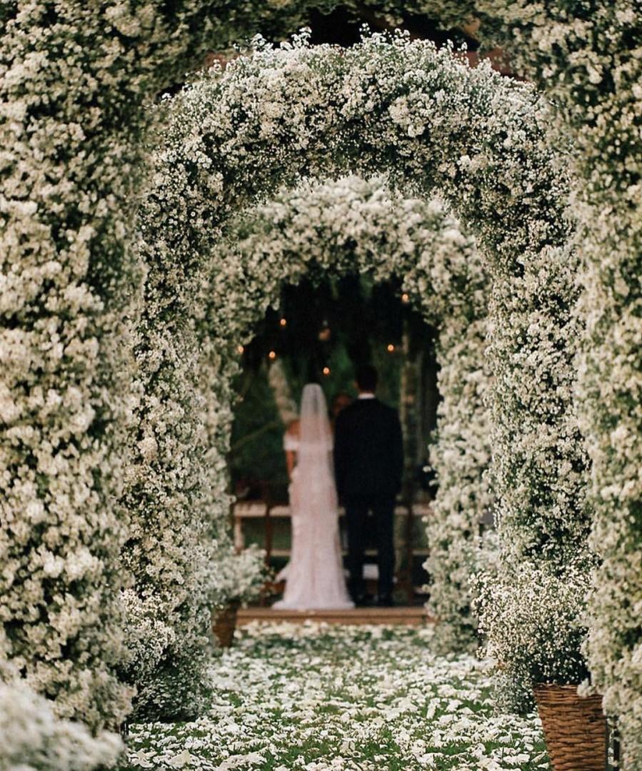Caminho de arco de flores | Foto: Raffa Azevedo