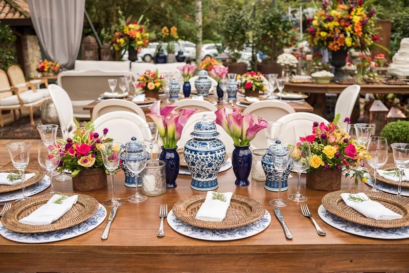Paleta de cores para decoração de casamento com azulejo português e tons quentes