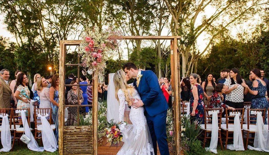 Porta na decoração de casamento   Foto: Estudio Megazap