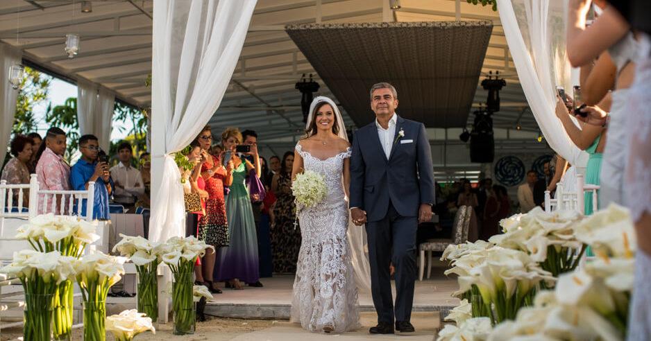 Vestido de noiva praia com transparência