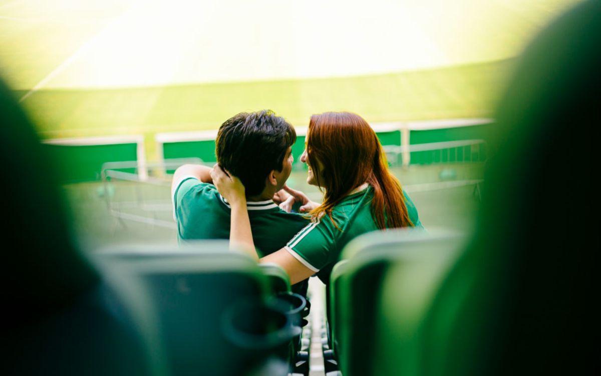Ideias para presentear o noivo no dia do casamento: jogo de futebol | Foto: Rafa Ramos