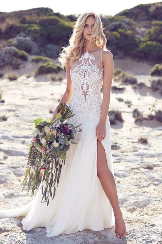 Vestido de noiva com gola alta sem mangas